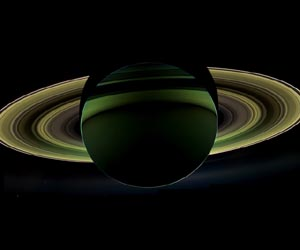 From Cassini for the Holidays: A Splendor Seldom Seen