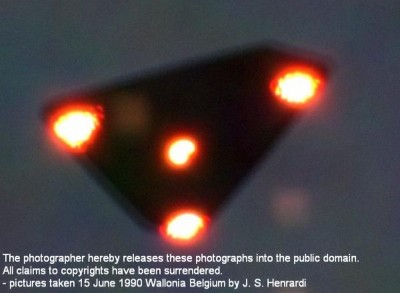 Military witness cannot identify triangle UFO over California coast