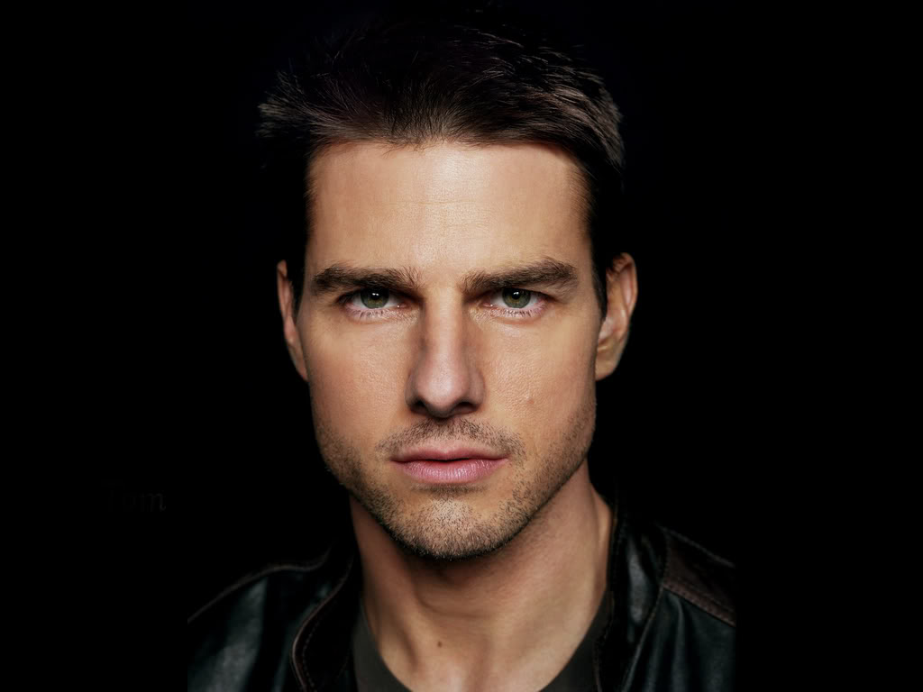 Tom Cruise thinks he's on planet to fight aliens, according to book