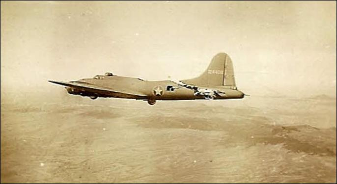 B-17 in 1943 A mid-air collision – Hard to Believe Photos!