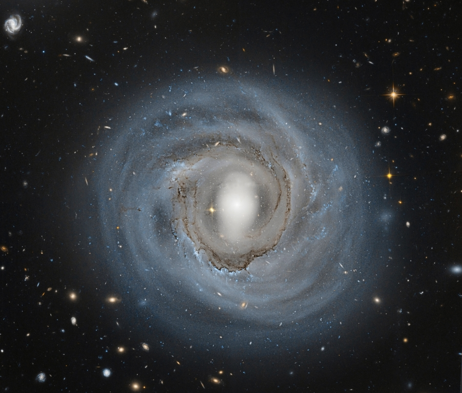 Hubble Sees Anemic Spiral NGC 4921