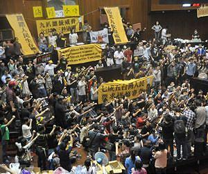 Taiwan pro-China activists rally against parliament seizure