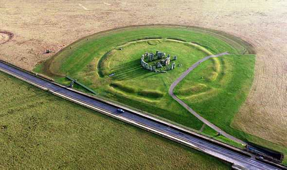 Experts Discover HUGE Stone Circle in Britain TEN TIMES the Size of Stonehenge