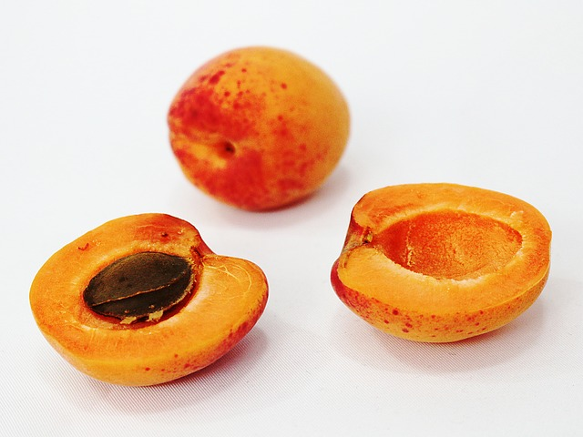 What Doctors Will NEVER Tell You: Apricot Seeds Kill Cancer Cells without Side Effects