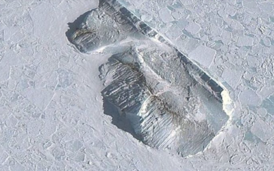 Fascinating Wall in the Frozen Realm of Antarctica [w/ VIDEO]
