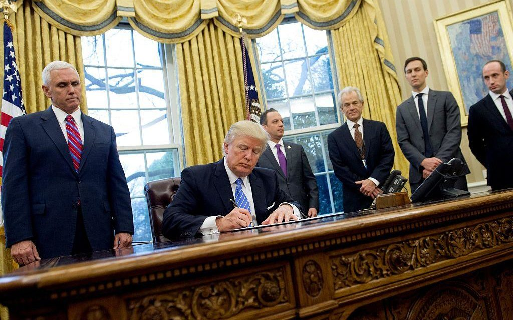 """""""In 26 Years, I've Never Seen Anything Like This"""" White House Leaks Reportedly Reveal Trump Team Turmoil"""