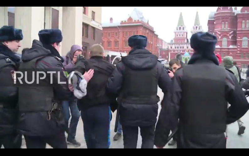 31 detained at unsanctioned rally in center of Moscow