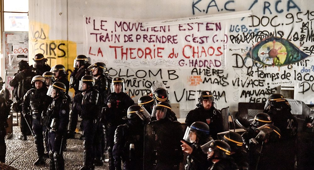 Protests in Paris Gone Wild: WATCH Protesters Storm Station