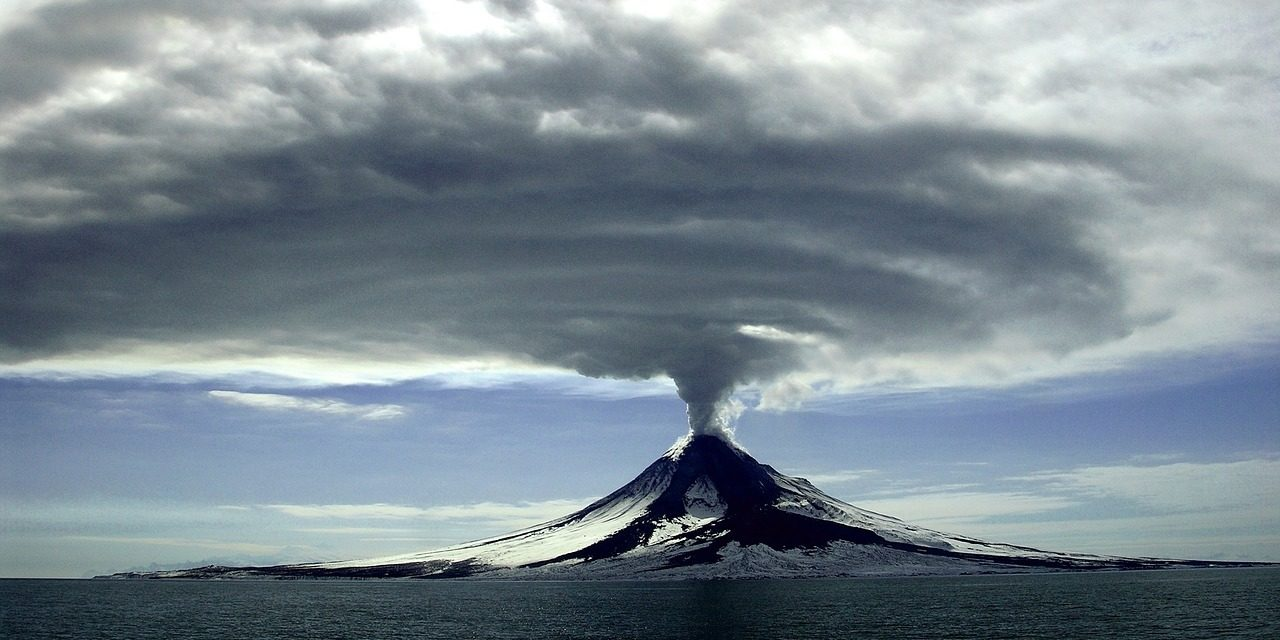 A Yellow Alert Has Just Been Issued For 2 Major Volcanoes In North America