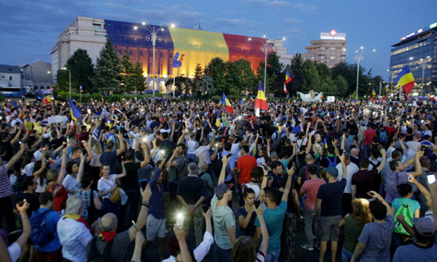 Over 10,000 People Gather at Anti-Government Rally in Romania – Reports