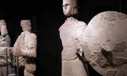 The giants of Mont'e Prama: extraterrestrial robots thousands of years ago?