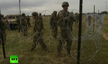 US troops set up razor wire on US-Mexico border in Texas [VIDEO]