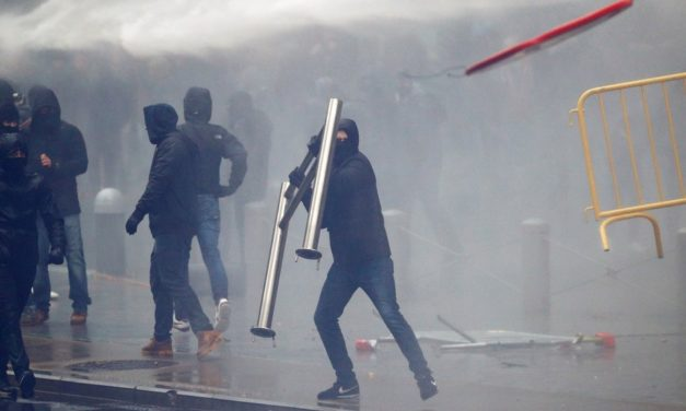 Water cannon, firecrackers as thousands rally against UN migration pact in Brussels