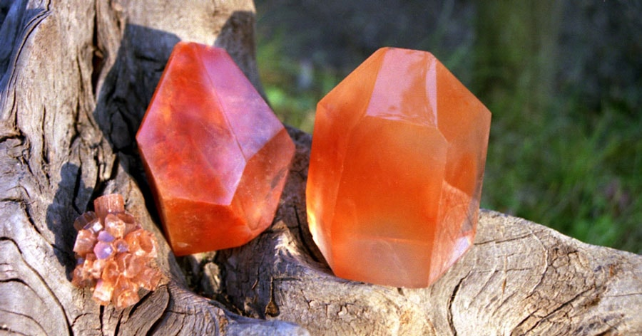 Carnelian | Therapeutical Properties and Crystal Information
