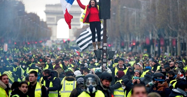 YELLOW VESTS CALL FOR GENERAL STRIKE ON FEBRUARY 5TH