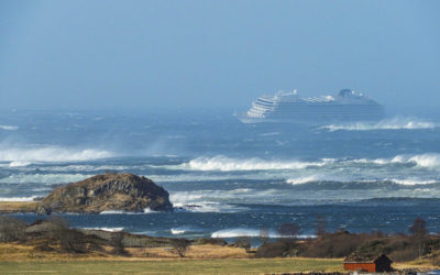 Cruise Liner Stalls Near Norwegian Shore, 1,300 People Being Evacuated (PHOTOS)