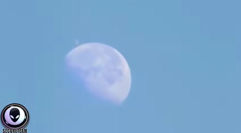 """UFO """"Mega-structure"""" Caught Next To The Moon? [VIDEO]"""