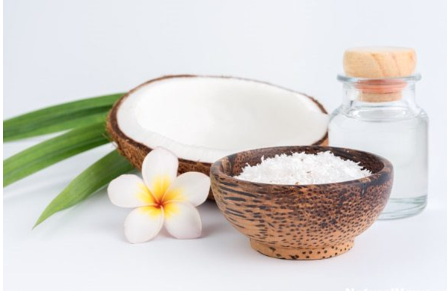 Here are 7 reasons why you should eat coconut oil before going to bed